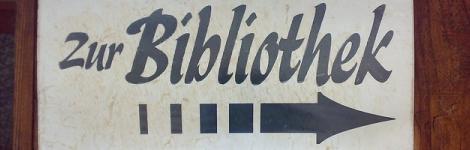 Bibliothek Schild Pfeil